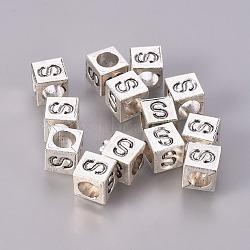 Perles européennes en alliage plaqué argent antique, grosses perles trou de cube avec la lettre initiale, sans cadmium et sans plomb, letter.s, 7x7x7mm, Trou: 5mm(X-TIBEB-Q054-50AS-NR)