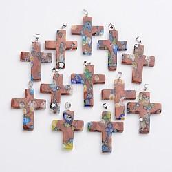 Main croix pendentifs en verre de millefiori, avec les accessoires en laiton de tonalité de platine, chameau, 42~46x29~33x4~6mm, Trou: 4x5mm(LAMP-F004-27)