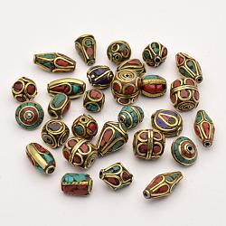 Perles de style tibétain manuelles, laiton avec corail synthétique et turquoise, Or antique, 8~25x8~13mm, Trou: 1~1.5mm(TIBEB-G001-M2)