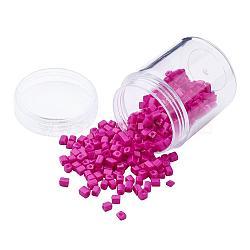 Perles de rocaille en verre de couleurs opaques, trou rond, cube, hotpink, 3~7x3x3mm, trou: 0.5 mm; environ 400 / boîte(SEED-JP0002-A06)