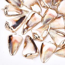 pendentifs coquille de mer, avec les résultats en laiton, triangle, or, couleur de coquillage, 30~40x15~25x5~12 mm, trou: 1~2 mm(X-SSHEL-T009-02)