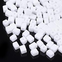 6/0 perles de rocaille en verre, trou rond, cube et cuboïde, blanc, 3~7x3.5x3.5mm, trou: 1.2 mm; environ 4500 PCs / sachet (SEED-S026-01A-05)