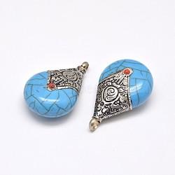 Chute à plat pendentifs de style tibétain, accessoires en laiton avec turquoise synthétique, argent antique, bleu foncé, 42x27x15mm, Trou: 4.5mm(TIBEB-N002-04C)