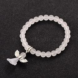Perles de verre givrées extensibles bracelets de charme pour enfants pour la journée des enfants, avec des découvertes en acrylique de style tibétain, belle robe de mariée ange dangle, blanc, 40mm(BJEW-JB01769-07)