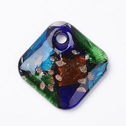 main pendentifs en verre de feuille d'argent, avec du sable d'or, plat rond, losange, coloré, 49x49x8.5 mm, trou: 5.5 mm(X-FOIL-E103-03B)