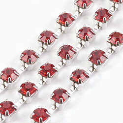 Chaînes en laiton avec strass, chaîne de tasse de rhinestone, 1440 pcs strass / bundle, Grade a, de couleur métal argent, jacinthe, 2.6mm, 6.5 m / bundle(CHC-S10-01S)