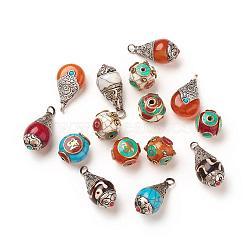 Perles / pendentifs de style tibétain, avec turquoise synthétique, corail synthétique, imitations de cire d'abeille et accessoires en laiton, couleur mixte, 15~34x15~18x13~19mm, Trou: 2~4mm(TIBEB-P001-06)